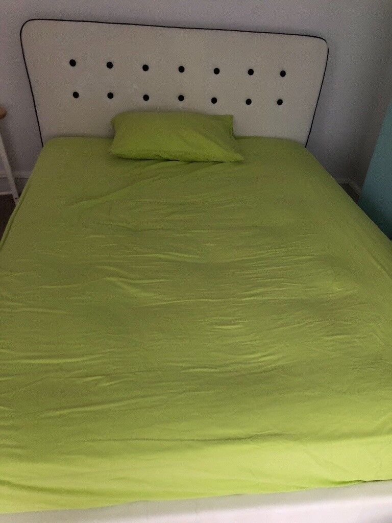 Double bed for sale New with matress bought for £800 selling for £300 ovno