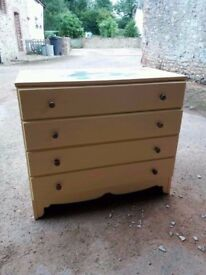 Lovely wooden painted chest of 4 drawers