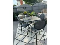 Vermabil garden table and chairs
