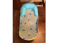 Blue mesh baby bath seat, excellent condition