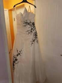 Stunning BRAND NEW Wedding Gown