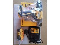 DEWALT DCD777N XR BRUSHLESS 18V DRILL WITH 5.0AH BATTERY AND CHARGER