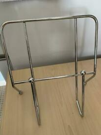 Metal cookbook stand