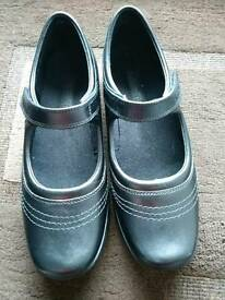 Kicker shoes size 6
