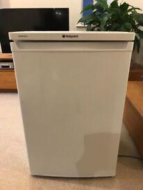 Hotpoint RLAAV22P under counter fridge