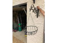 Set of 6 Heavy duty hanging baskets and brackets