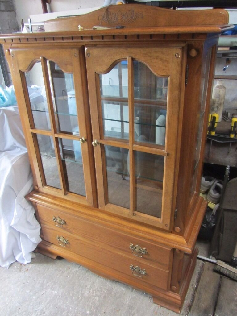 Display cabinet and matching TV unit