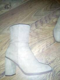 Size 4 camel suede boots