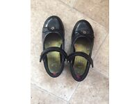 Clark girls school shoes size 12 1/2 G in good condition