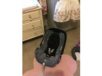 Maxi-cosi car seat with isofix and rain cover