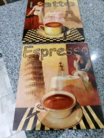 A pair of coffee canvas pictures