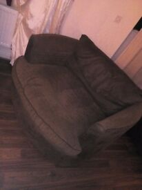 Cuddle swivvel chair double size
