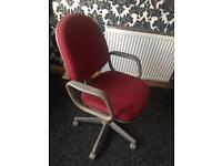 Adjustable desk/computer chair