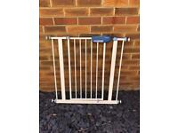 Lindam child stair gate/ stair guard