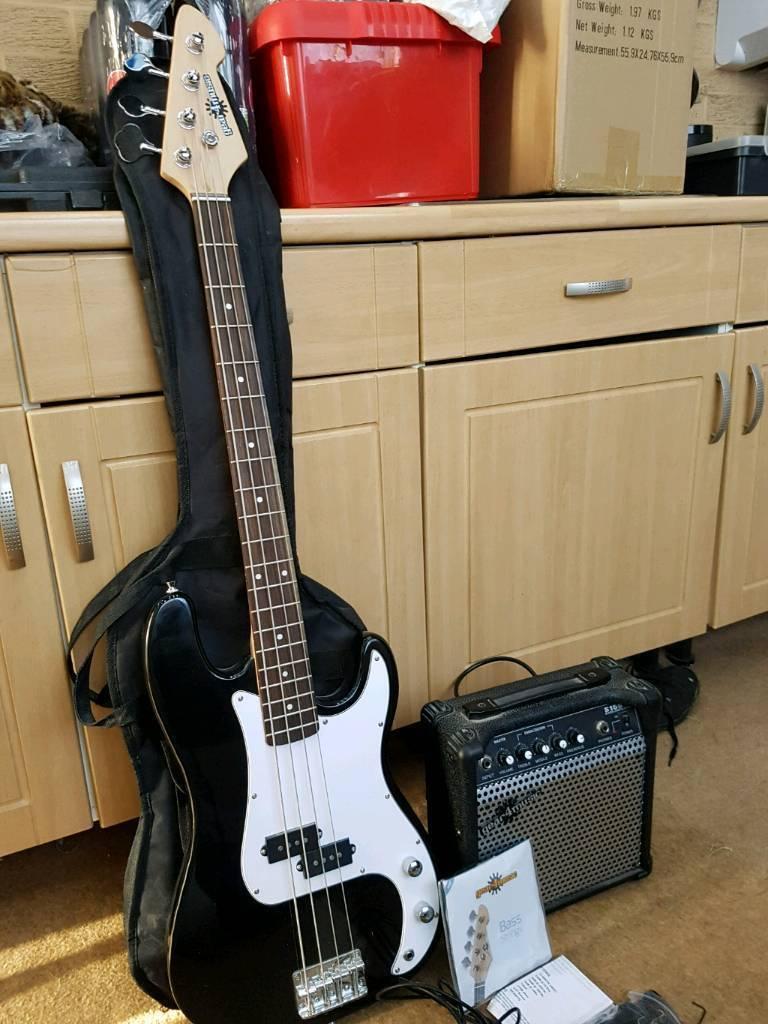 elec bass guitar and amplifier