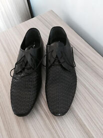 Brand new slim line men's formal wear shoes, size 8 at only £25, first to see buys