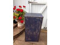 VINTAGE RETRO INDUSTRIAL CHIC BLUE DISTRESS PAINTED METAL CABINET CUPBOARD