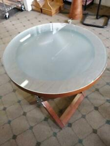 TABLES ROND --- ROUND TABLES