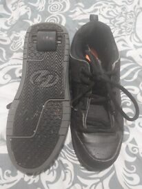 Black Heeleys size 8