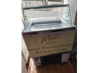 Ice Cream scooping freezer with attractive curved glass
