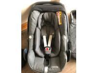 Maxi Cosi Pebble Plus Car Seat in grey with Newborn Insert Sparkling Grey