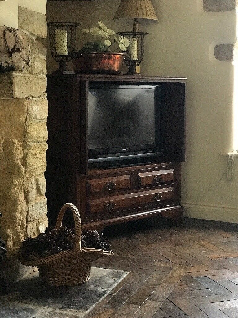 Solid Oak Reproduction Tv Cabinet With Sony Bravia Included Retracting Doors E For Dvd Etc