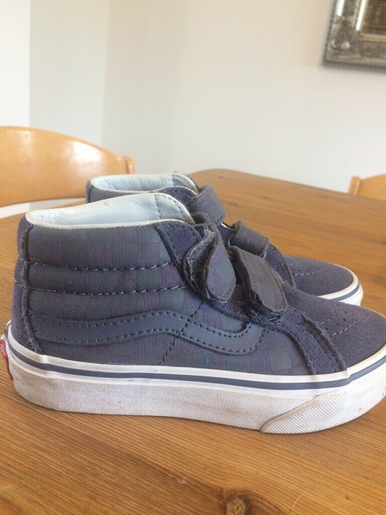 b1922ab63d5d1e Boys Vans shoes