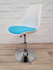 Swivel Chair (DELIVERY AVAILABLE FOR THIS ITEM OF FURNITURE)