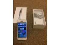 Apple Iphone 5 16 gb white fully working