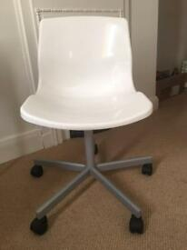 White chair with wheels