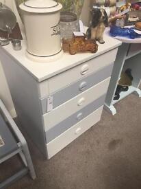Chest of drawers - rosebud