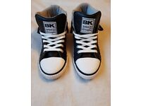 Womens Black and White Snickers Size 7
