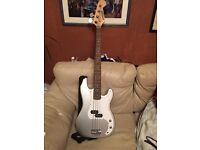 Zennox Bass guitar £100