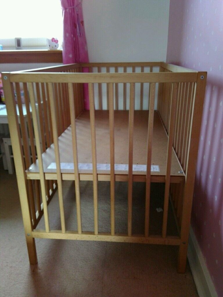 cot bed with mattress for a nice home £20 only for quick sale