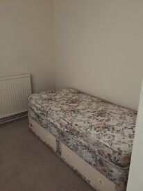 single room with single bed to share in calcot