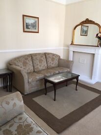 Quality fully furnished one bed flat in quiet cul de sac in exclusive Georgian Quarter +car park