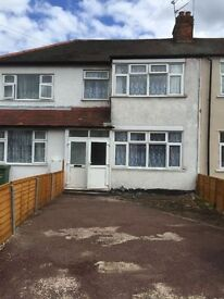 VERY SPACIOUS 3/4 BEDROOM HOUSE WITH DRIVEWAY READY TO MOVE IN DAGENHAM (RM8)