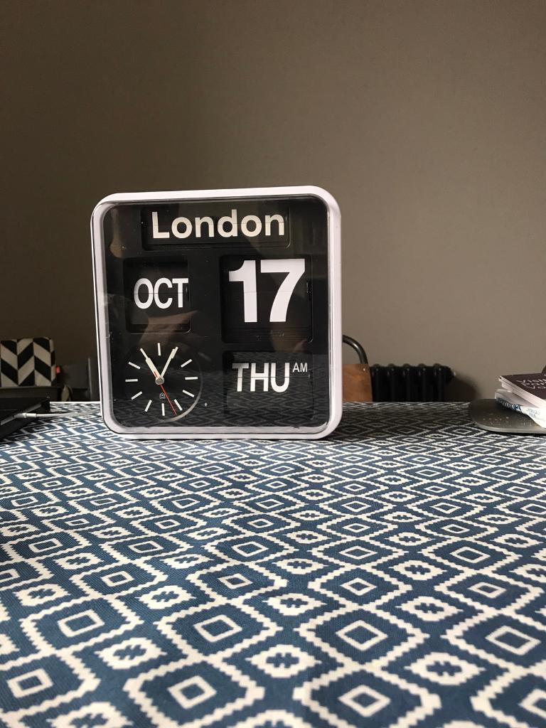 SKP ( seiko ) Flip Clock Large Analogue Auto Calendar Quartz Wall 24cm x 24cm