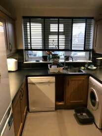 Wonderful double room available in Caledonian road just 200pw no fees