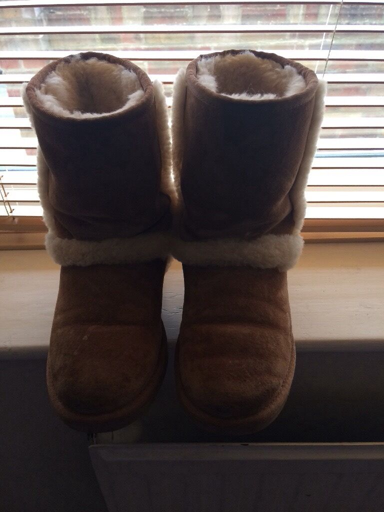 Genuine UGG boots without boxin Swindon, WiltshireGumtree - Genuine UGG boots size 3.5 without box, worn few times but was too small hence selling with few little scuffs but hardly noticeable From smoke and pet free home Collection gorse hill Swindon
