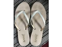 Reef flip flops size 7 beige/gold - hardly used