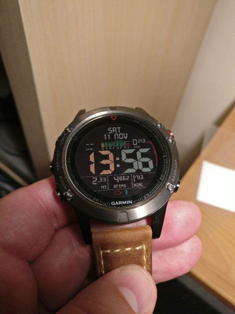 Garmin Fenix 5 MultiSport GPS Watch + 2 Straps