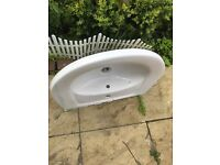 Three (3) hand basin and pedestal for sale in very good condition .