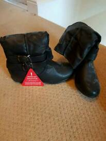 Ladies flat boots size 5