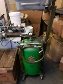 Oil draining vacuum Pump
