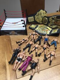 Used bundle of wwe wrestling figures with ring we