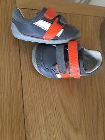 Boys clarks shoes size 4G