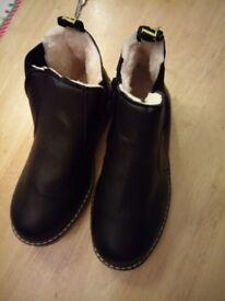 Boy size 36 boots new