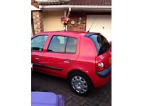 Excellent Renault Clio with a full 12 months MOT! Great first car, cheap insurance and cheap to run