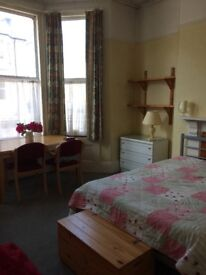 ST JUDES, FABULOUS SPACIOUS LIGHT DOUBLE ROOMS TO RENT FOR YOUNG PROF/ MATURE STUDENTS